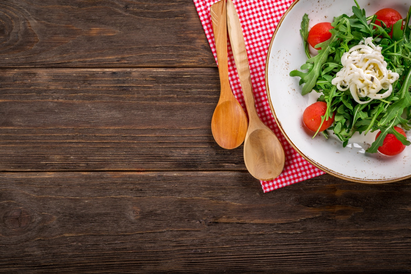 Image of salad on wooden table